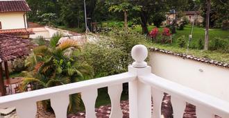 Águia Real Hostel e Pousada - 帕拉蒂 - 阳台