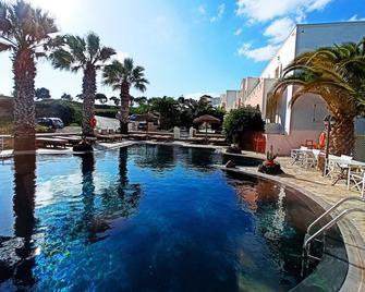 马诺斯别墅酒店 - 卡特瑞杜斯 - 游泳池