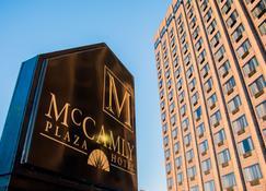 麦坎姆利广场酒店 - 巴特克里市 - 建筑