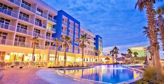 沃尔顿堡滩假日酒店 - 沃尔顿堡滩 - 游泳池