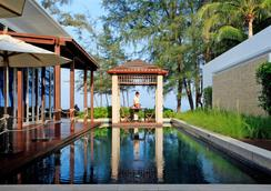 Grand West Sands Resort & Villas Phuket - 迈考 - 休息厅