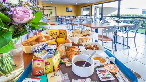 阿尔迪卡罗谢尔酒店 - 拉罗谢尔 - 自助餐