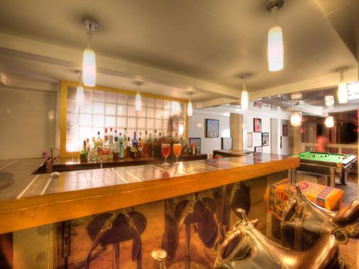 海星海滩度假酒店 - 卡兰古特 - 酒吧