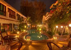 海星海滩度假酒店 - 卡兰古特 - 游泳池