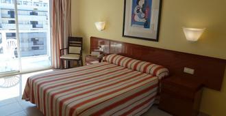 全球帕托斯公园酒店 - 贝纳马德纳 - 睡房