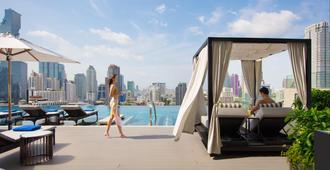 苏拉翁塞曼谷万豪酒店 - 曼谷 - 游泳池