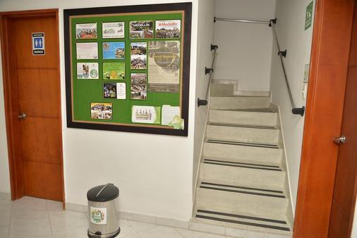 卡萨门廊酒店 - Medellin - 楼梯