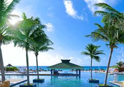 坎昆伊贝罗斯塔酒店 - 坎昆 - 游泳池
