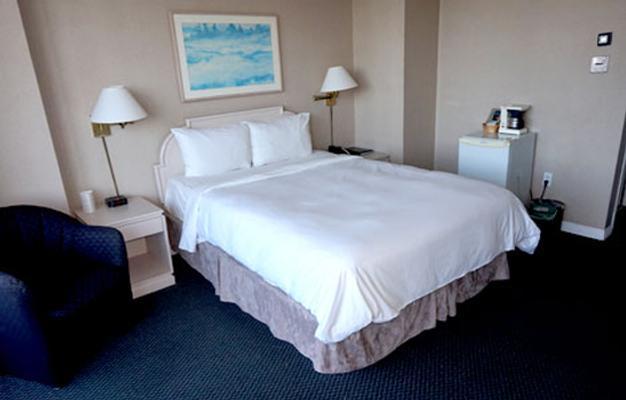 帝国地标酒店 - 温哥华 - 睡房
