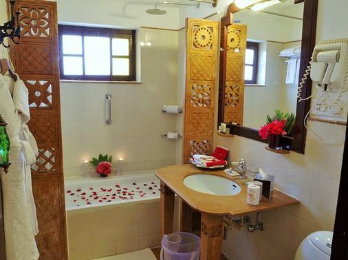 拉瓦尔寇特酒店 - 斋沙默尔 - 浴室
