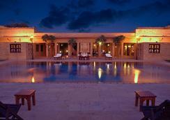 拉瓦尔寇特酒店 - 斋沙默尔 - 游泳池