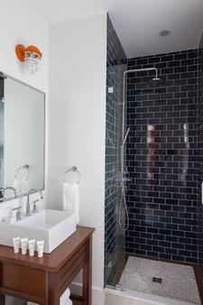 阿特沃特酒店 - 纽波特 - 浴室