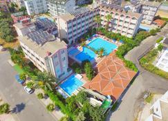 加济帕夏星星酒店 - 锡德 - 游泳池