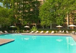 Ml酒店 - 劳雷尔山 - 游泳池