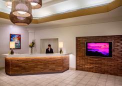 雅诗顿威基基海滩大厦全套房式度假村 - 檀香山 - 柜台