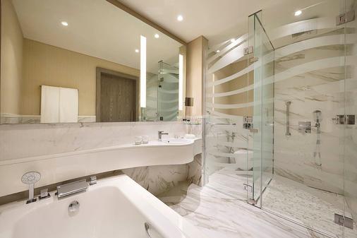 多哈老城希尔顿逸林酒店 - 多哈 - 浴室