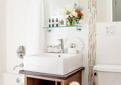 Condor Hotel - 布鲁克林 - 浴室