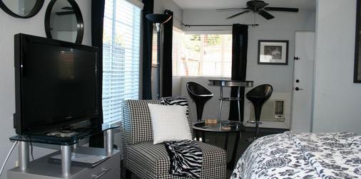 Posh Palm Springs Inn - 棕榈泉 - 客厅