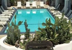 Posh Palm Springs Inn - 棕榈泉 - 游泳池