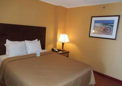 凯富海滨套房酒店 - 弗吉尼亚海滩 - 睡房
