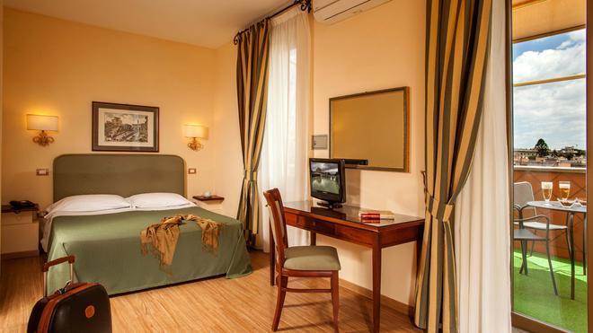 罗马斗兽场酒店 - 罗马 - 睡房