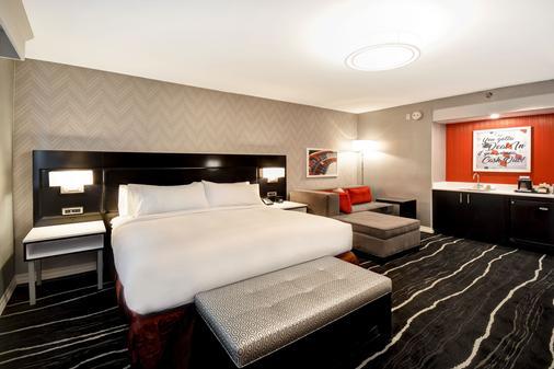 凯迪拉克杰克斯戴德伍德希尔顿逸林酒店 - Deadwood - 睡房