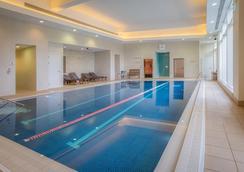 希尔顿雷丁酒店 - 雷丁 - 游泳池