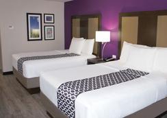 埃芬汉拉金塔旅馆及套房酒店 - 埃芬汉 - 睡房