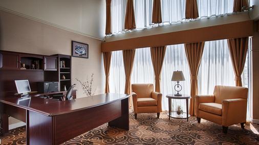 贝斯特韦斯特奥黑尔酒店 - 罗斯芒特 - 商务中心
