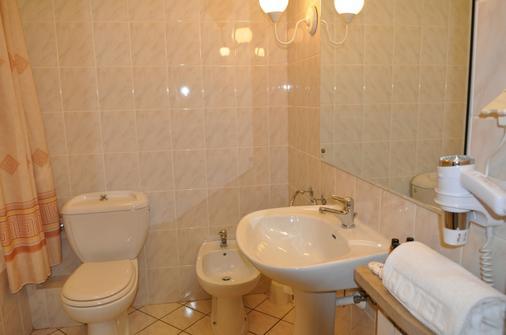 扎亚德拿破良斯基酒店 - 华沙 - 浴室