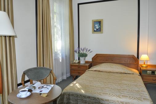 扎亚德拿破良斯基酒店 - 华沙 - 睡房