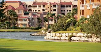 迪威村高尔夫和海滩度假酒店 - 奥腊涅斯塔德
