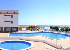Hotel Santo Andre - 波瓦-迪瓦尔津 - 游泳池