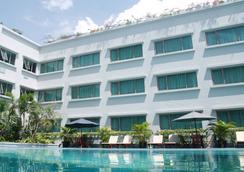 万隆阿斯顿帝景大酒店 - 万隆 - 游泳池