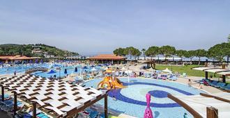 库斯图尔俱乐部式度假村 - 库萨达斯 - 游泳池