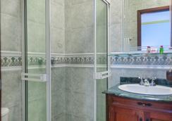 卡斯泰拉纳皇家酒店 - 卡利 - 浴室