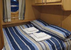 Houseboat Hotels - Hotel boat - 谢菲尔德 - 睡房