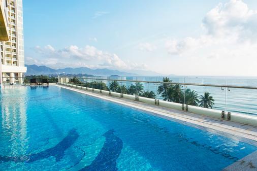 芽庄哈瓦那酒店 - 芽庄 - 游泳池