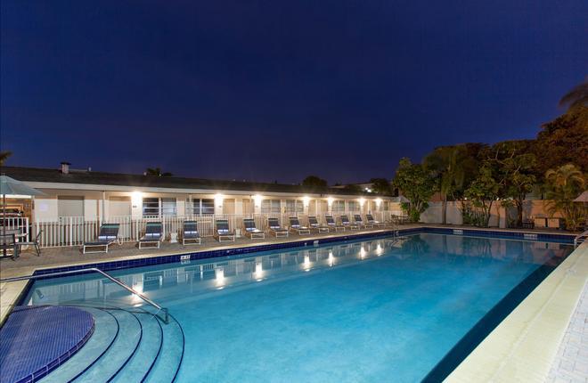 迈阿密机场北戴斯酒店 - 迈阿密泉 - 游泳池