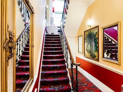 都铎法院酒店 - 伦敦 - 楼梯