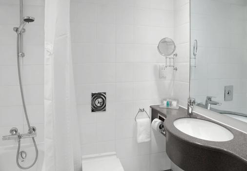 伦敦肯辛顿论坛假日酒店 - 伦敦 - 浴室