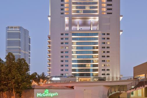 鲍宁顿朱美拉湖塔酒店 - 迪拜 - 建筑