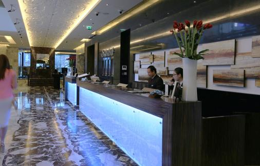 鲍宁顿朱美拉湖塔酒店 - 迪拜 - 大厅