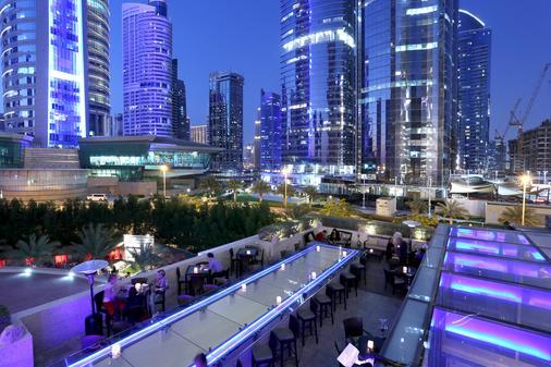 鲍宁顿朱美拉湖塔酒店 - 迪拜 - 露天屋顶