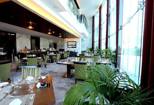 鲍宁顿朱美拉湖塔酒店 - 迪拜 - 自助餐
