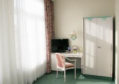 艾玛扎特拜耳酒店 - 什未林 - 睡房