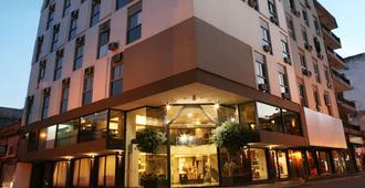 普罗维西尔假日酒店 - 萨尔塔