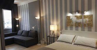 帕斯卡拉中央奢华套房家庭旅馆 - 佩斯卡拉 - 睡房