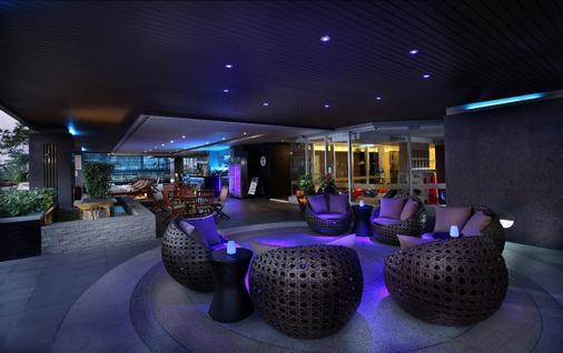 曼谷撒通维斯塔万豪行政公寓 - 曼谷 - 酒吧