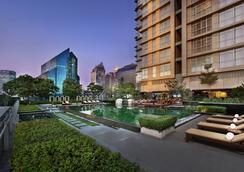 曼谷撒通维斯塔万豪行政公寓 - 曼谷 - 游泳池